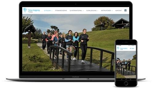 prezentacja responsywnego wyglądu strony slowjogging.eu na monitorze i smartfonie